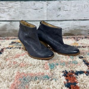 J Shoe